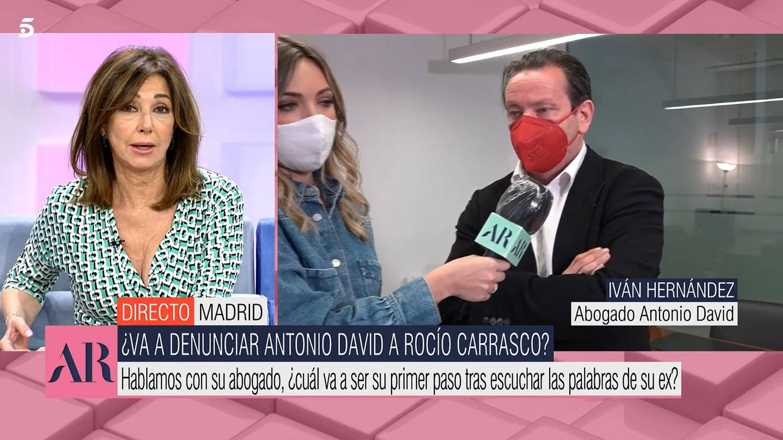 Ana Rosa, con Iván Hernández, abogado de Antonio David. (Mediaset)
