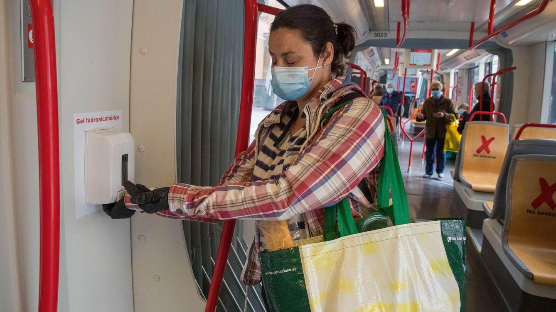 Ir en un autobús lleno de gente es seguro ante el covid... si van las ventanas abiertas