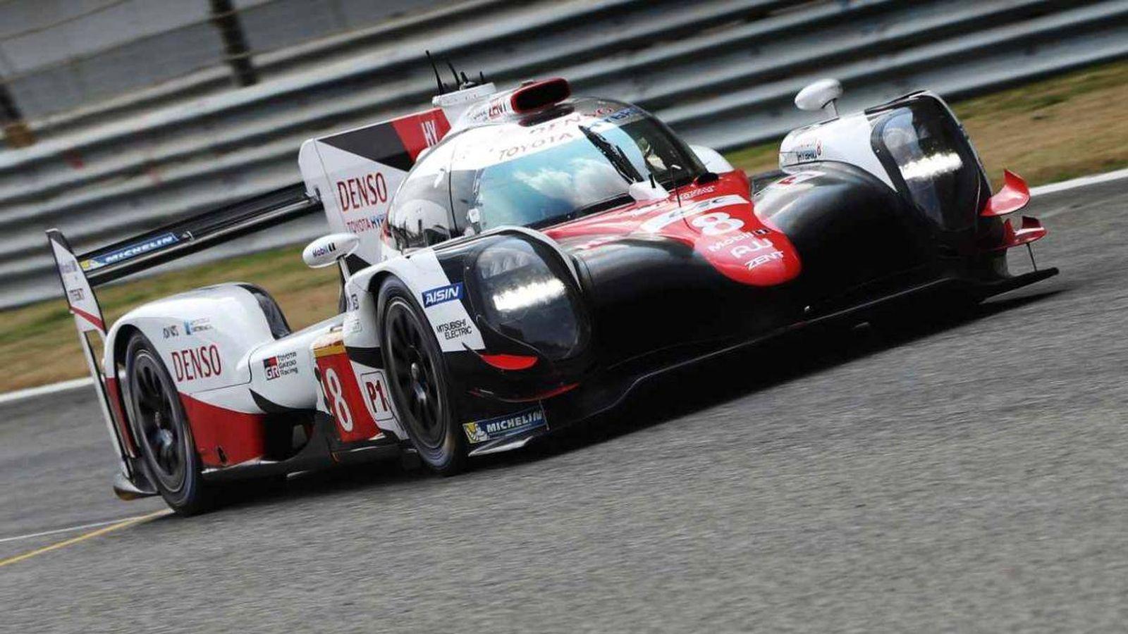 Foto: Fernando Alonso a los mandos del Toyota que pilotará en las 24 Horas de Le Mans. (Toyota Gazoo Racing)