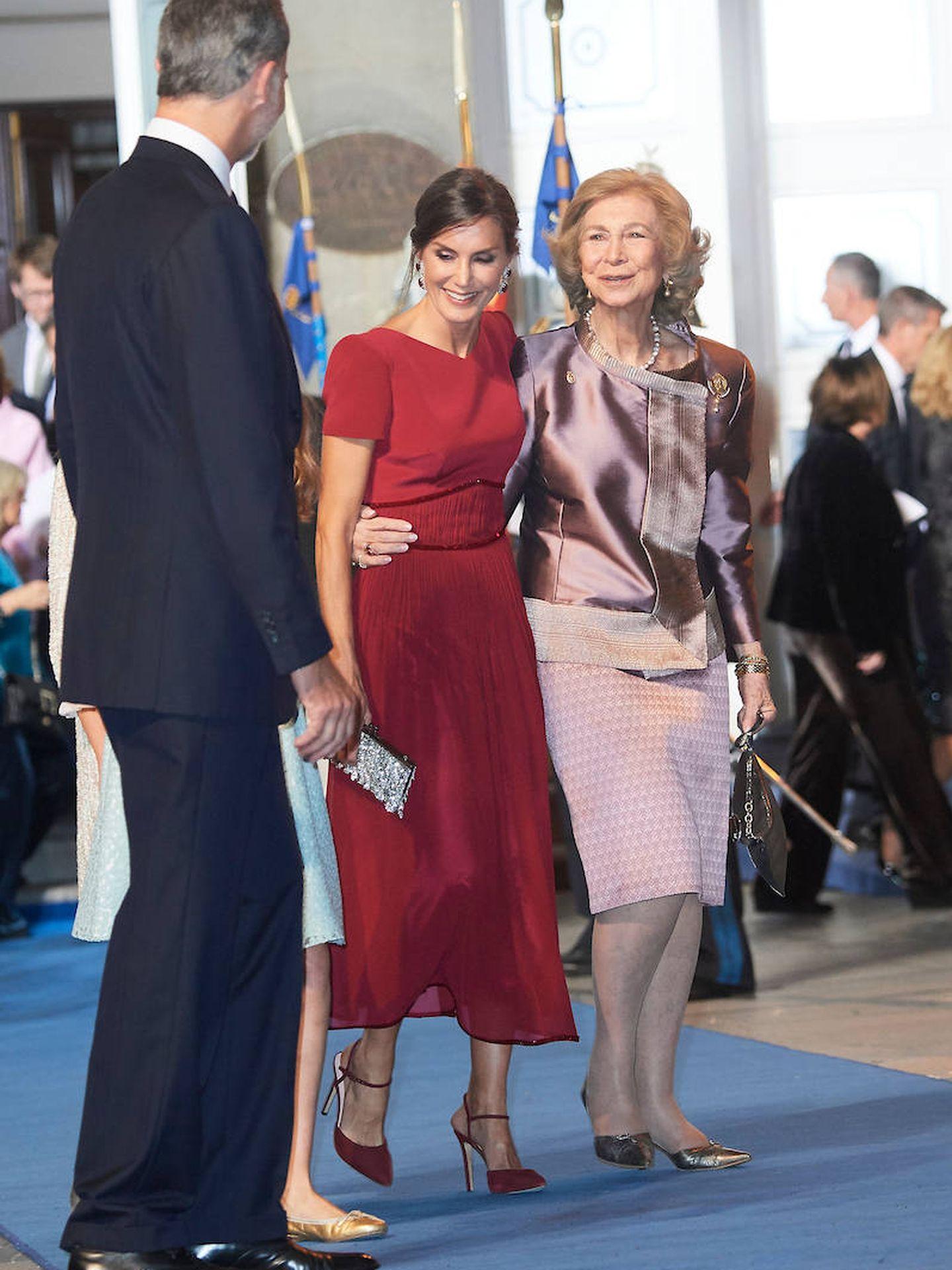 La reina Letizia y la reina Sofía, en los Premios Princesa de Asturias 2019. (Limited Pictures)