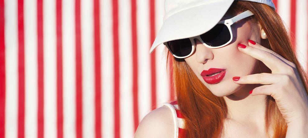 Foto: Usar gafas de sol, sonreír y posar siempre del lado izquierdo, algunos de los trucos para parecer más atractivo. (iStock)