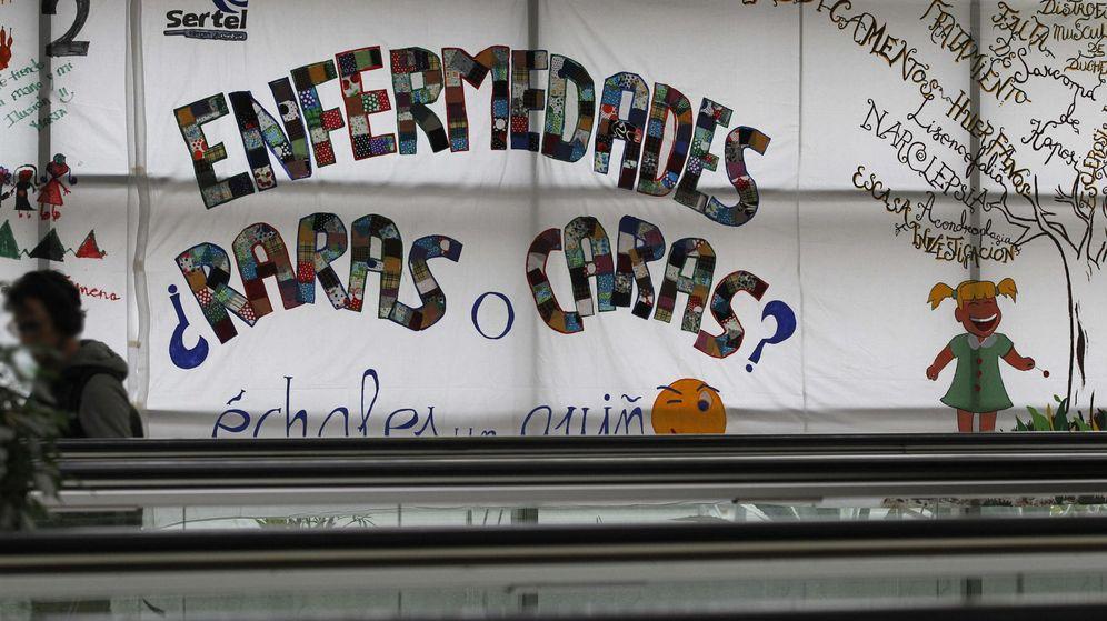 Foto: Pancarta solidaria en favor de las personas con enfermedades raras, una iniciativa promovida por la Federación Española de Enfermedades Raras. (EFE)