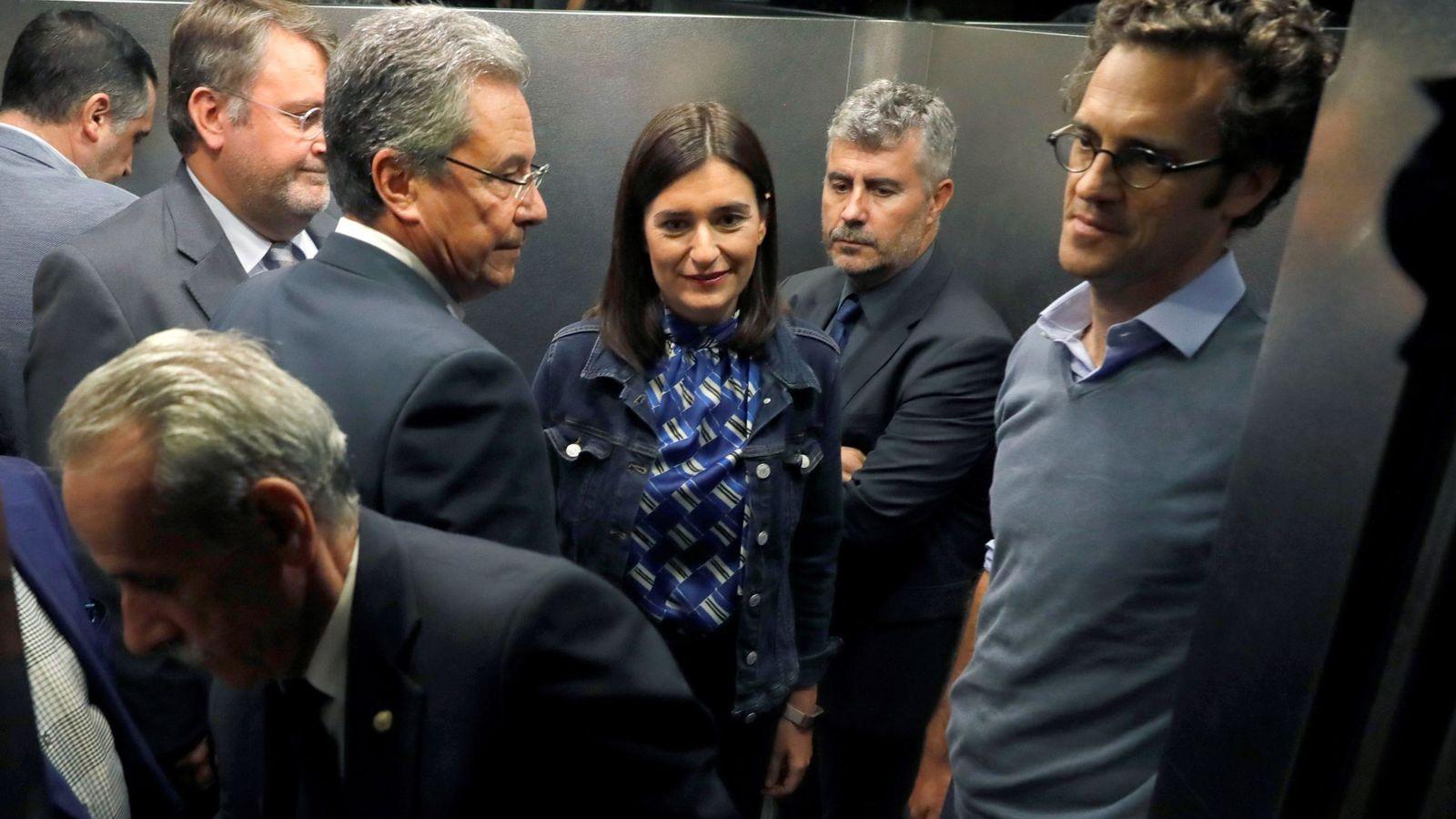 Foto: Carmen Montón, acompada de su equipo y del secretario de Estado de Comunicación, Miguel Ángel Oliver, este 11 de septiembre. (EFE)