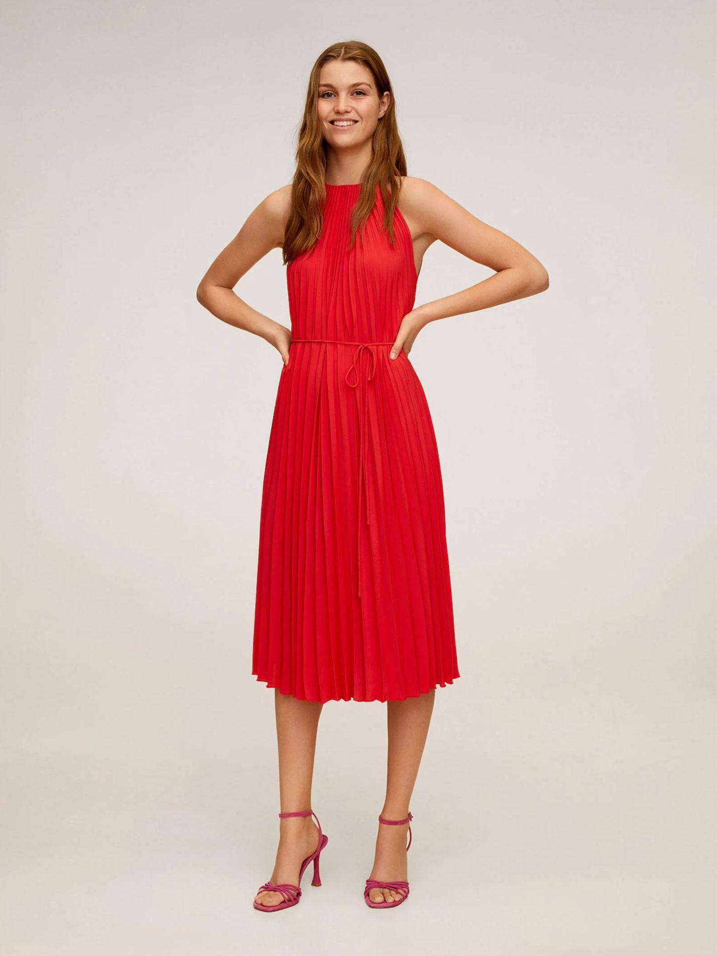 Vestido rojo de Mango Outlet. (Cortesía)