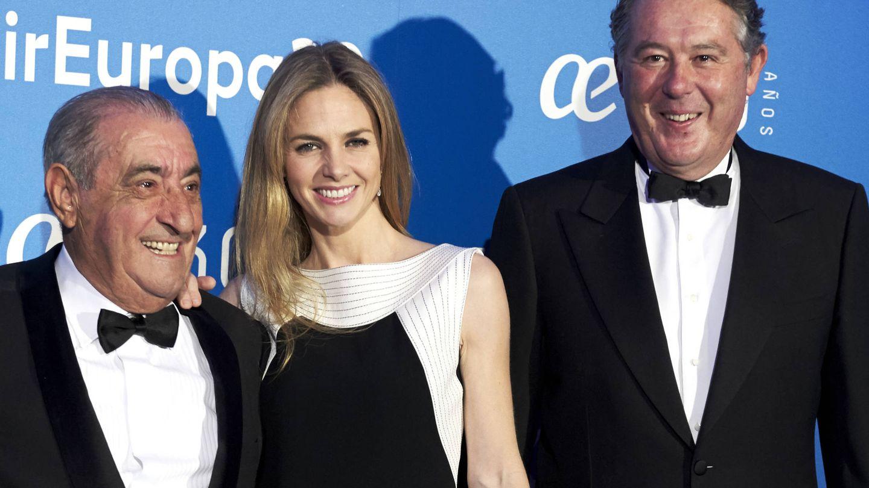 Michavila junto a José Hidalgo y su ex, Genoveva Casanova. (Getty)