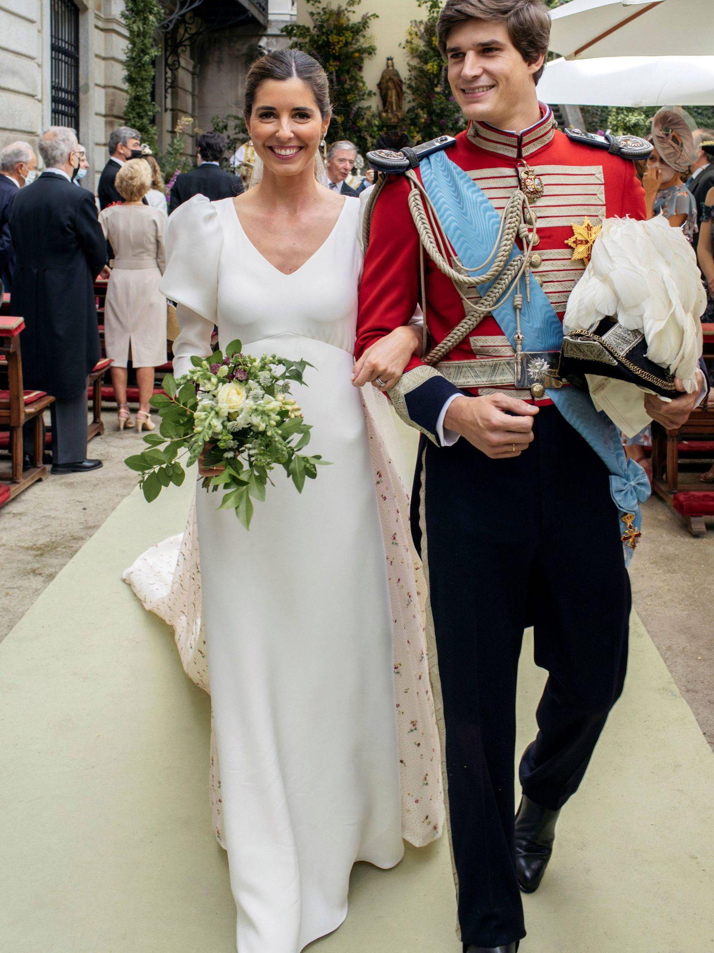 Carlos Fitz-James y Belen Corsini durante la boda.(EFE)