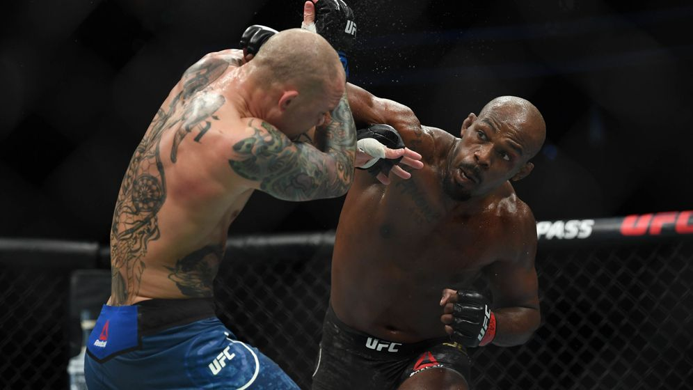 Foto: Jon Jones (d) venció a Anthony Smith en Las Vegas. (USA TODAY Sports)