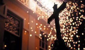 Fuego y cruces en Los Realejos, el pueblo más festivo de España