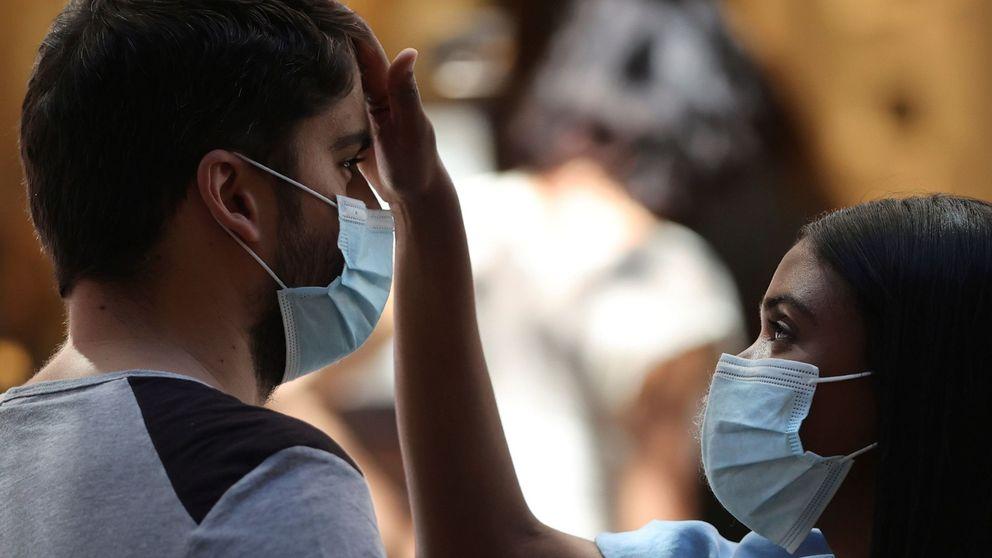 Andalucía recluta 2.500 enfermeros para la vuelta al cole y blinda las residencias