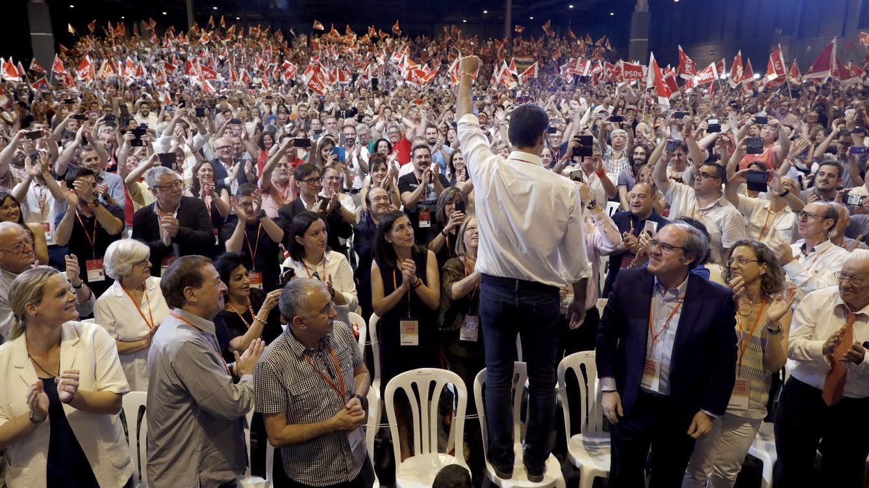Foto: Pedro Sánchez, saluda a los miles de militantes y simpatizantes socialistas en el mitin de clausura del 39º Congreso Federal, este 18 de junio en el pabellón 3 de Ifema. (EFE)