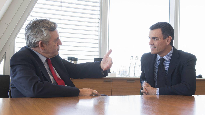 Pedro Sánchez, durante su encuentro con el ex primer ministro británico Gordon Brown, este 4 de mayo en Londres. (Borja Puig | PSOE)