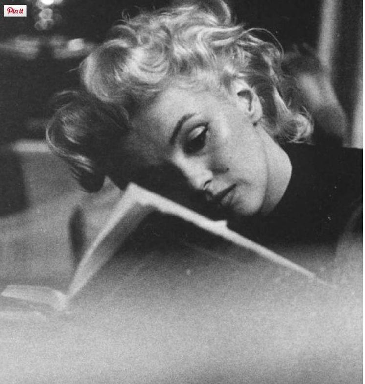Foto: Fue una voraz lectora. Infinidad de imágenes suyas nos la muestran con un libro en la mano. No era una pose.