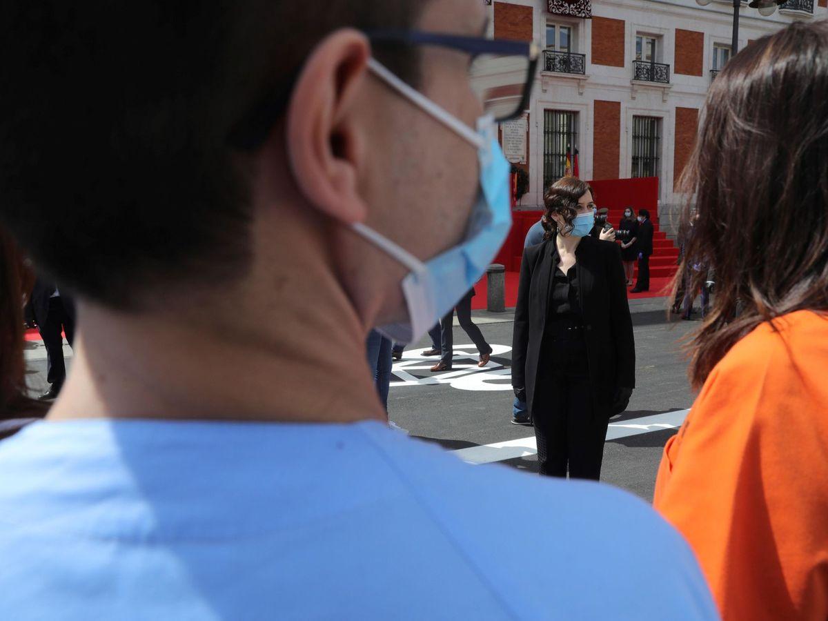 Foto: La presidenta de la Comunidad de Madrid, Isabel Díaz Ayuso (c), durante la celebración de la fiesta de la Comunidad, el pasado 2 de mayo. (EFE)