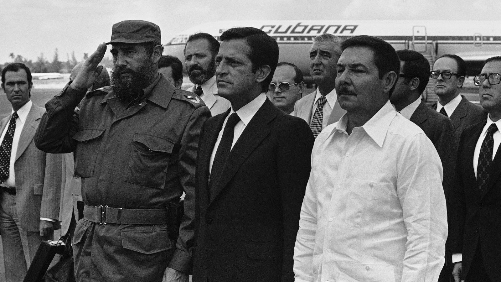 Foto: Fidel y Raúl Castro reciben a Adolfo Suárez en La Habana en 1978. (EFE)