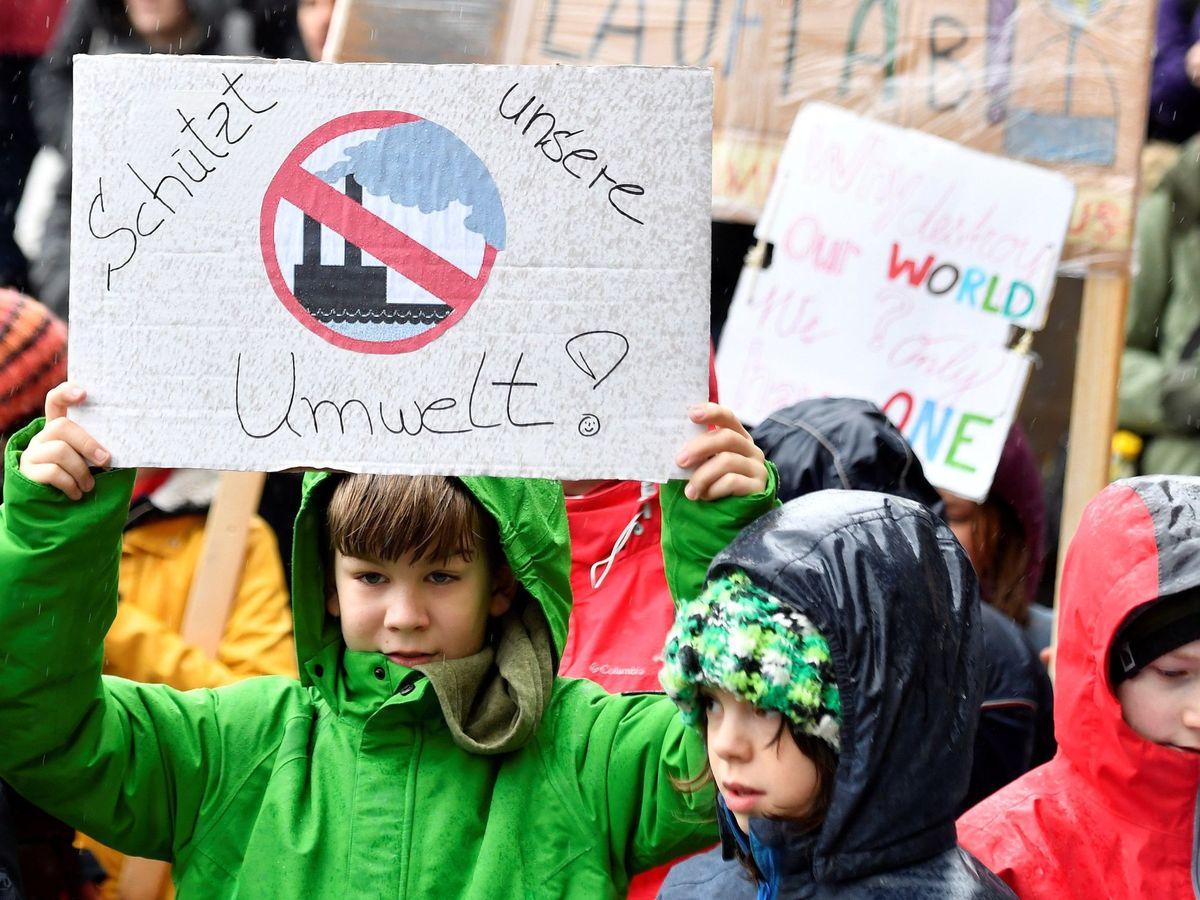 Foto: Jóvenes suizos en una marcha por el medioambiente. Foto: EFE
