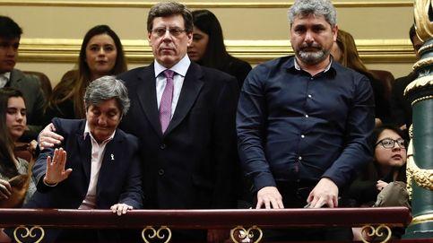 PSOE protesta en el Congreso por la presencia de padres de niños asesinados