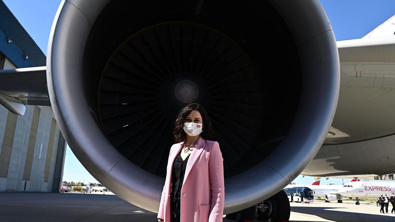 Isabel Díaz Ayuso se apunta al rosa, el color de la nueva política