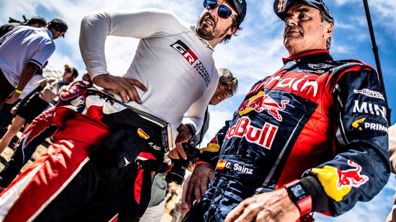Foto: Carlos Sainz y Fernando Alonso se juntaron como pilotos de raids por primera vez en el Rallie de Marruecos. (EFE)