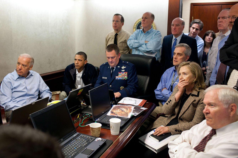 Foto: Barack Obama, el vicepresidente Biden y otros miembros del equipo de seguridad nacional siguen la misión contra Osama bin Laden en la Casa Blanca (Reuters).