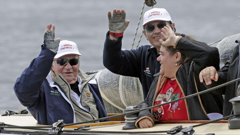 El rey Juan Carlos y su tripulación en una imagen de archivo. (EFE)