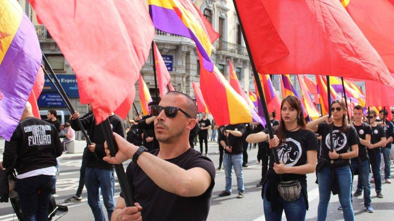 Desfile de Reconstrucción Comunista cada 14 de abril por el centro de Madrid.