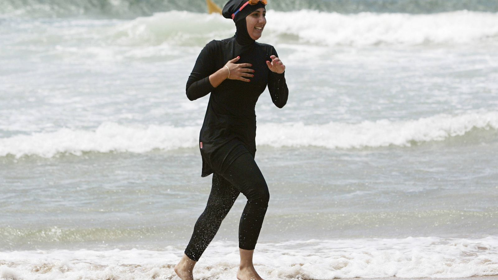 Mujeres Musulmanas Desnudas noticias de europa: prohibir el burkini es ridículo. hay