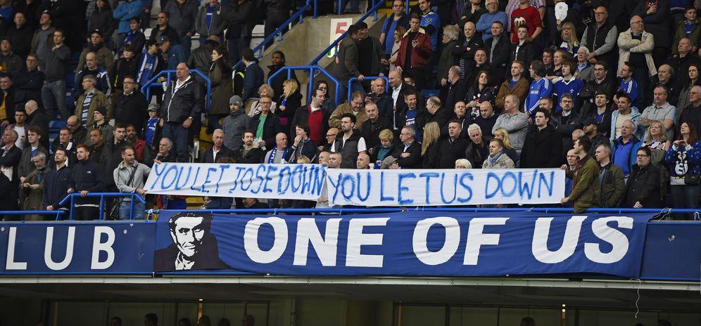 Foto: Los aficionados del Chelsea mostraron su incondicional apoyo a Mourinho (Reuters)