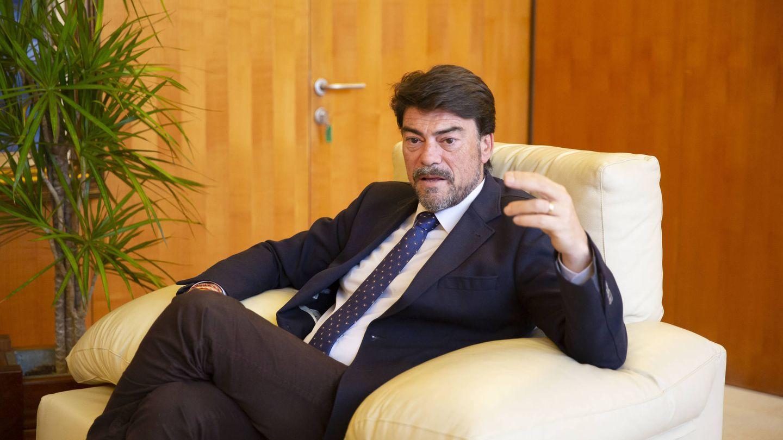 Luis Barcala, en el Ayuntamiento de Alicante. (Marga Ferrer)