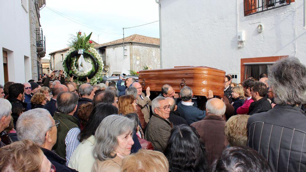 Foto: Entierro del exconcursante '¡Boom!', José Pinto. (Efe)