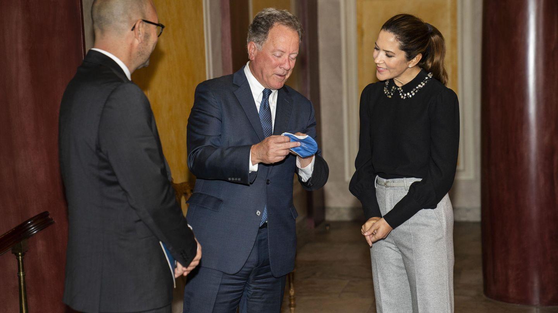 Mary de Dinamarca, junto a David Beasley y Rasmus Prehn. (EFE)