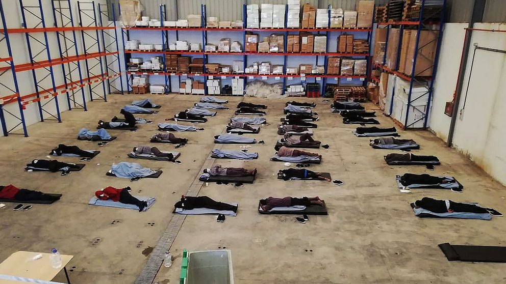 42 personas durmieron tres días en el suelo a medio metro, en cuarentena