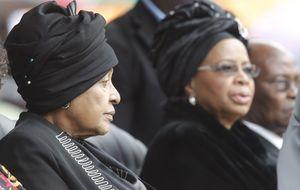 Las 'viudas' de Madiba se reconcilian en su funeral