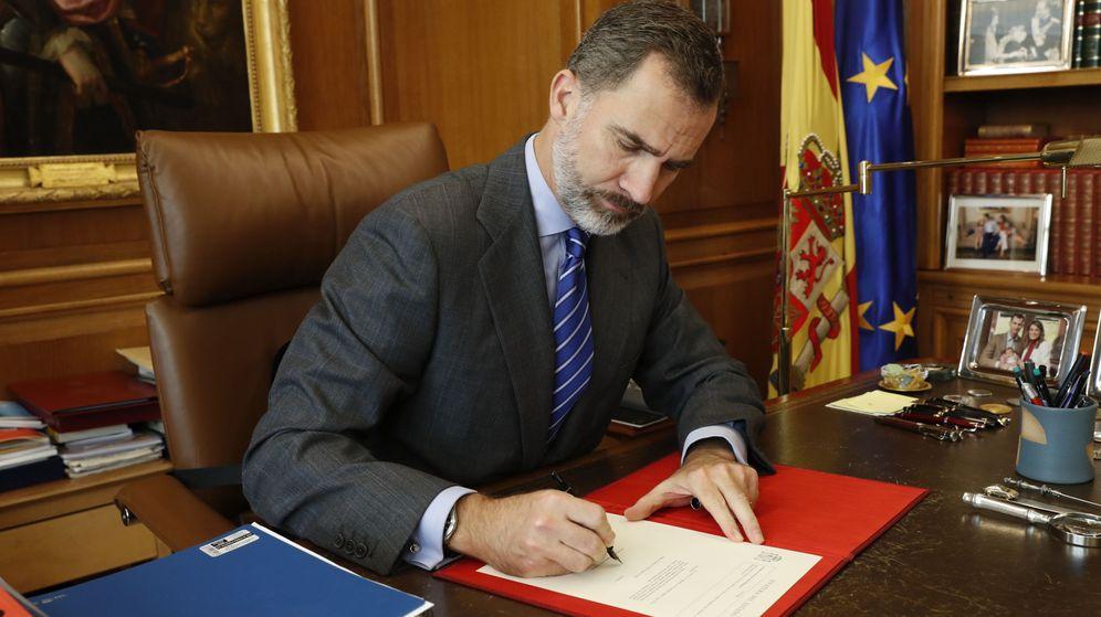 Foto: Imagen de archivo del rey Felipe VI en su despacho. (EFE)