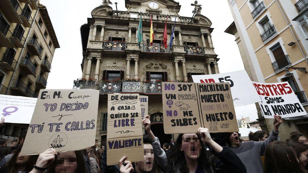 Foto: Protesta en Pamplona contra la sentencia del caso de La Manada. (EFE)