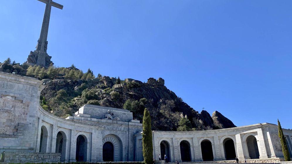 Foto: Vista general de la basílica del Valle de los Caídos y de su cruz de 150 metros de altura. (Juanma Romero | EC)