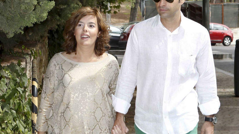 Soraya Saénz de Santamaría y su marido, Iván Rosa. (EFE)