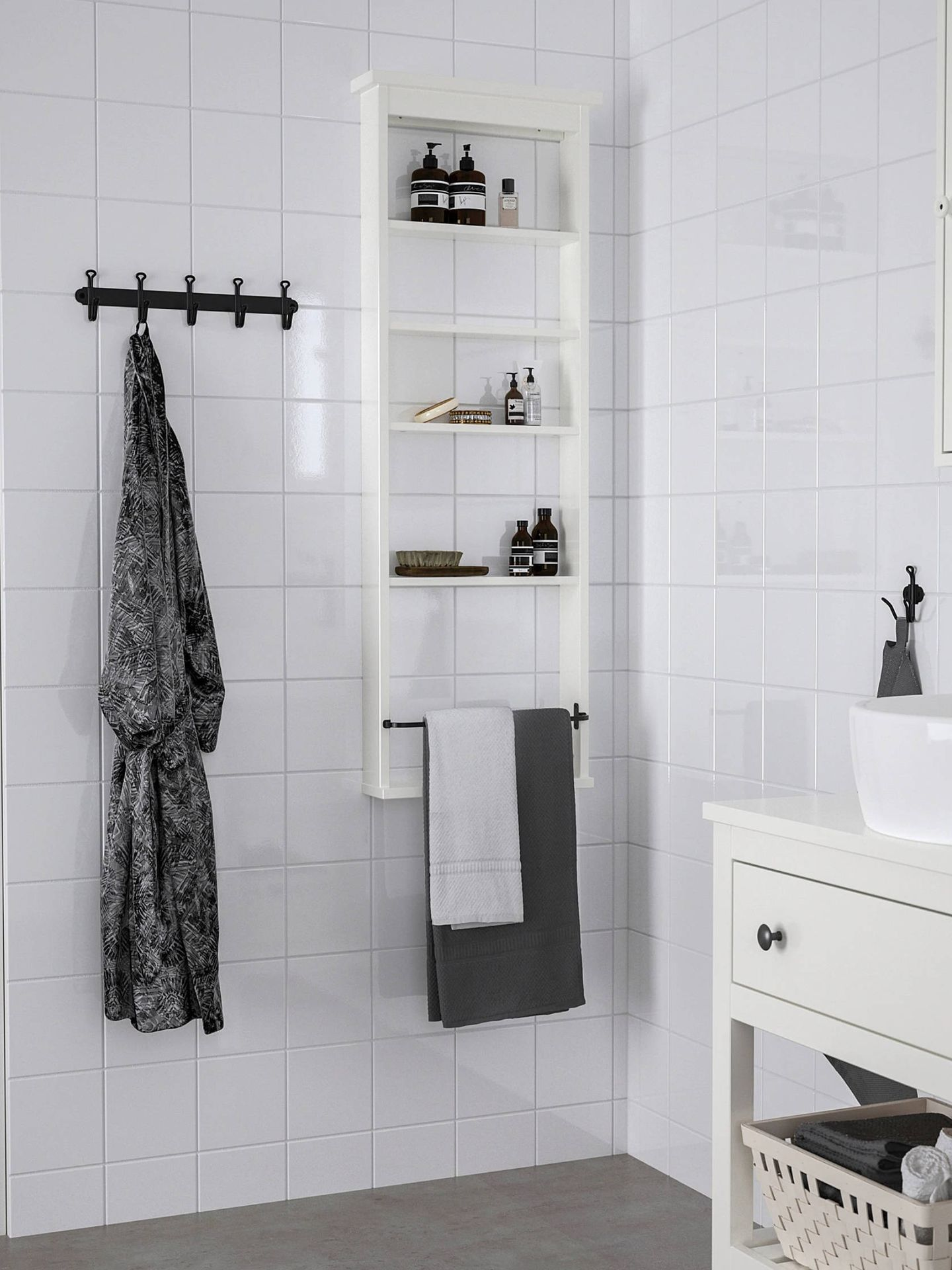 Muebles de Ikea para ganar espacio en un baño pequeño. (Cortesía)