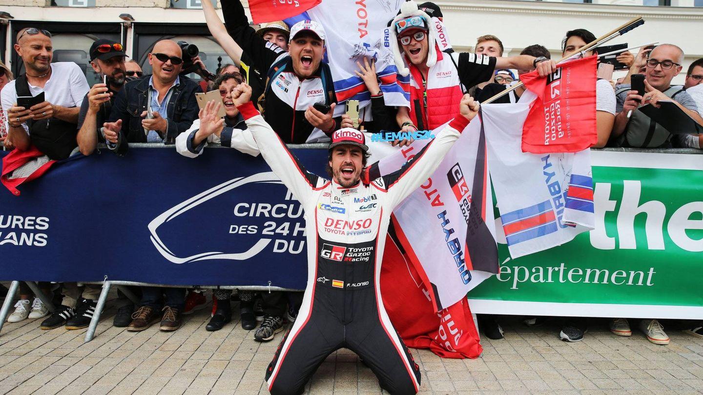Fernando Alonso ya empieza a disfrutar de las 24 Horas Le Mans. (TOYOTA GAZOO Racing)