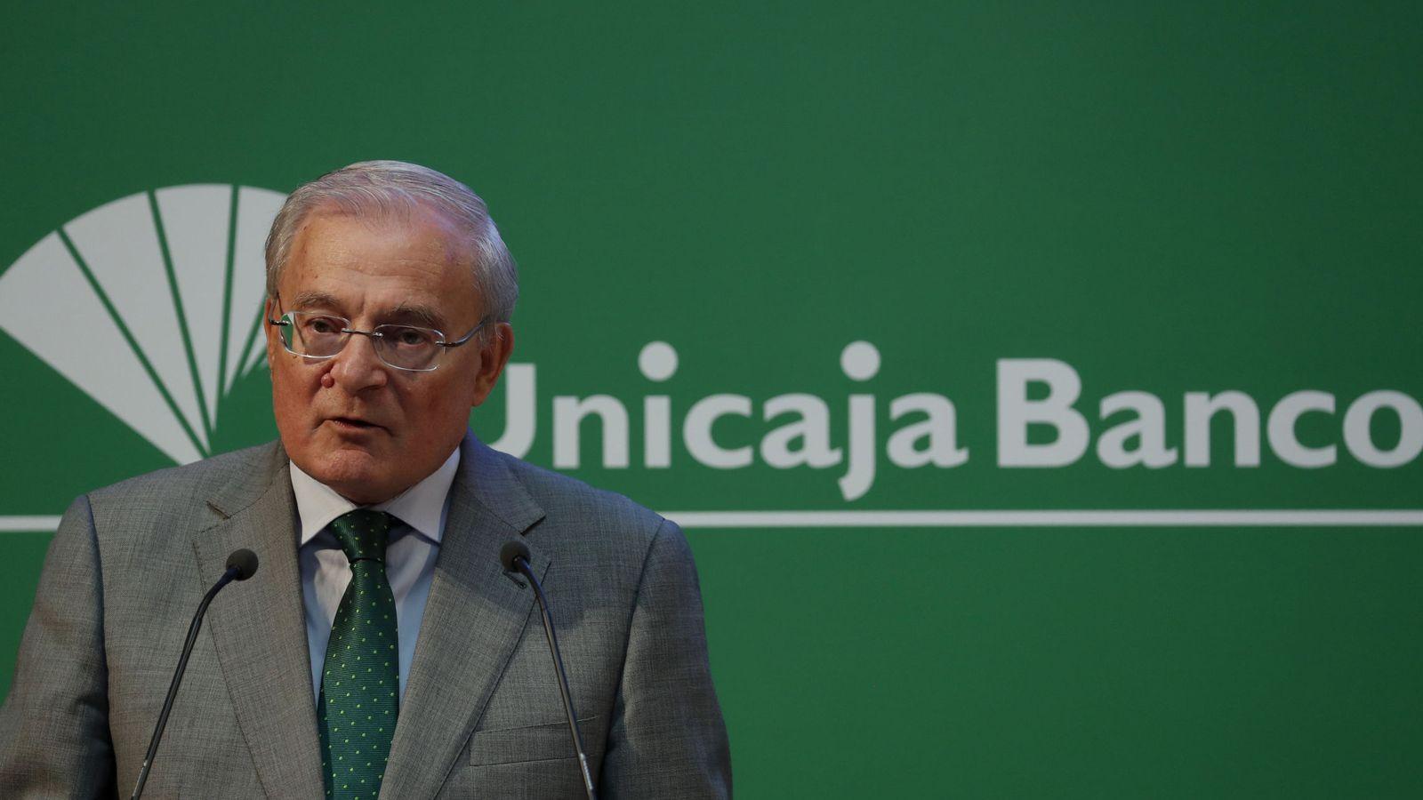 Foto: Manuel Azuaga, presidente de Unicaja Banco (Efe)