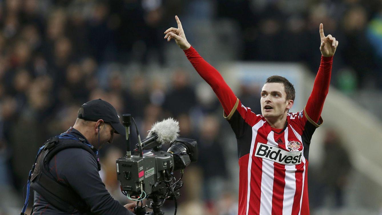 Foto: Adam Johnson celebra un gol con el Sunderland en la presente temporada.