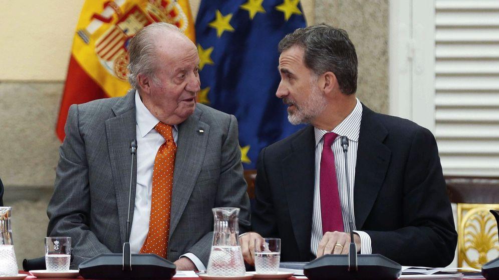 Foto: Juan Carlos I y Felipe VI, en una imagen de hace un año, cuando el actual Rey ya había renunciado a la herencia. (EFE / Archivo Paco Campos)