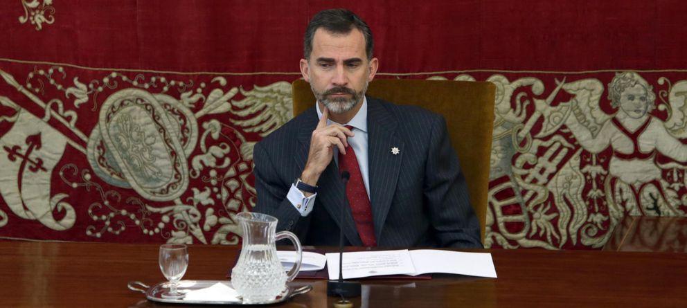 Foto: El rey Felipe VI durante la entrega de los Despachos de Secretario de Embajada en Madrid (EFE)