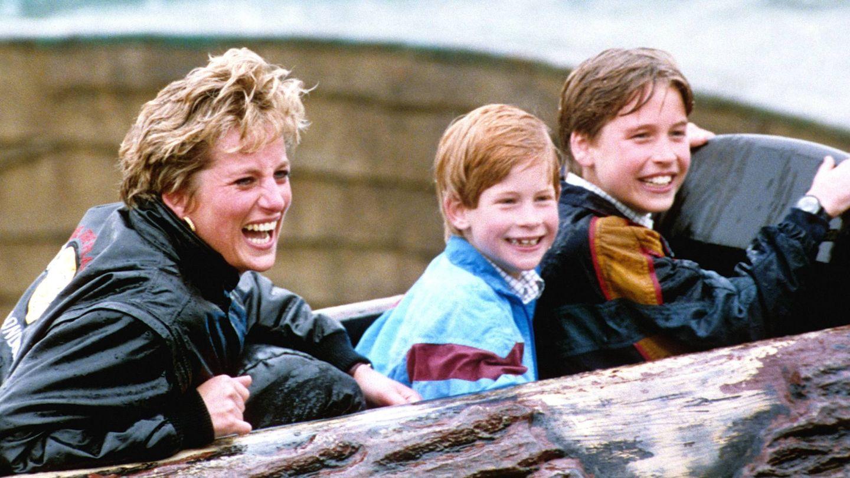 Diana de Gales y sus hijos, en una imagen de archivo. (Cordon Press)