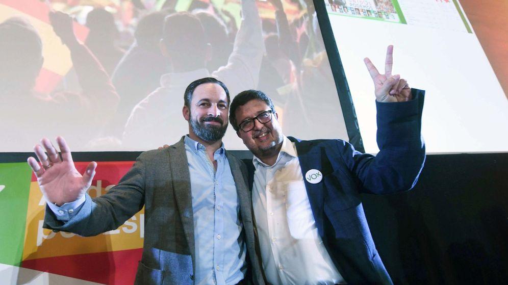 Foto: El presidente de Vox, Santiago Abascal, y el candidato a la presidencia de la Junta de Andalucía, Francisco Serrano. (EFE)