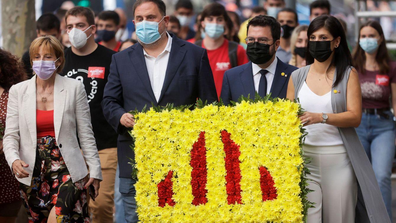 Foto: El 'president' Aragonès, junto a Oriol Junqueras y Marta Vilalta. (EFE)