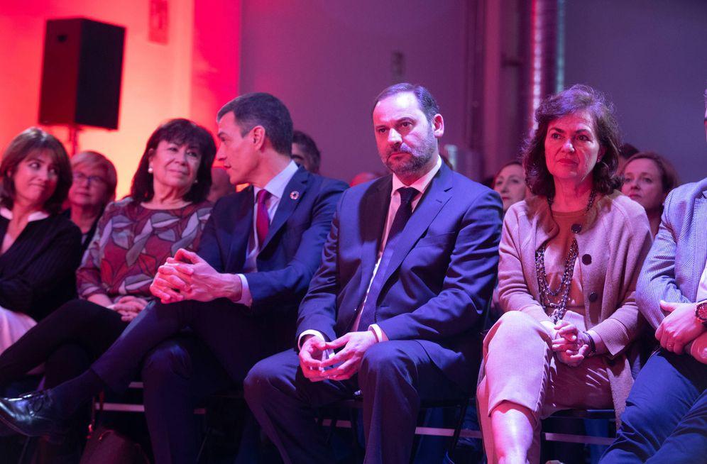 Foto: Pedro Sánchez, con Cristina Narbona, José Luis Ábalos y Carmen Calvo, el pasado 19 de febrero en Madrid, en el acto de lanzamiento de la precampaña del PSOE. (Inma Mesa   PSOE)