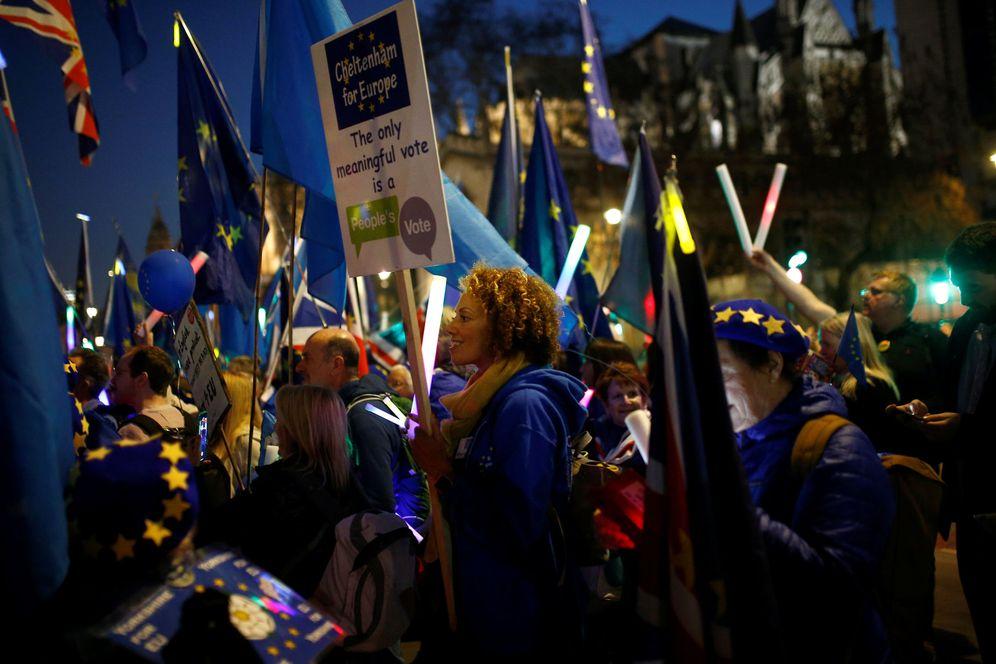 Foto: Manifestantes antiBrexit protestan ante el Parlamento británico, en Londres. (Reuters)