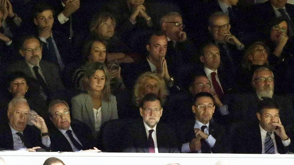Foto: El presidente del Gobierno, Mariano Rajoy (c), junto al dirigente de ACS y del Real Madrid, Florentino Pérez. (EFE)