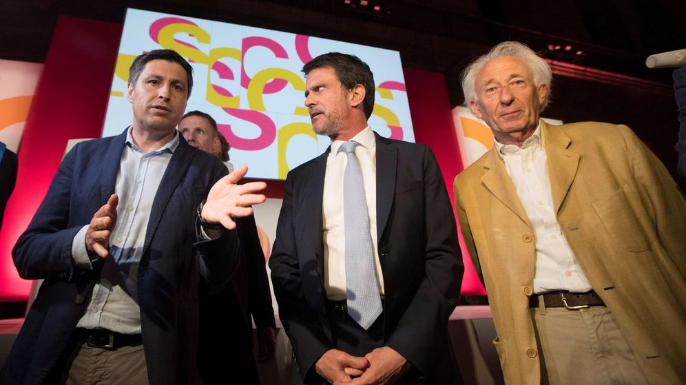 Foto: El exprimer ministro francés Manuel Valls, junto al presidente de Sociedad Civil Catalana, José Rosiñol, y el dramaturgo Albert Boadella. (EFE)