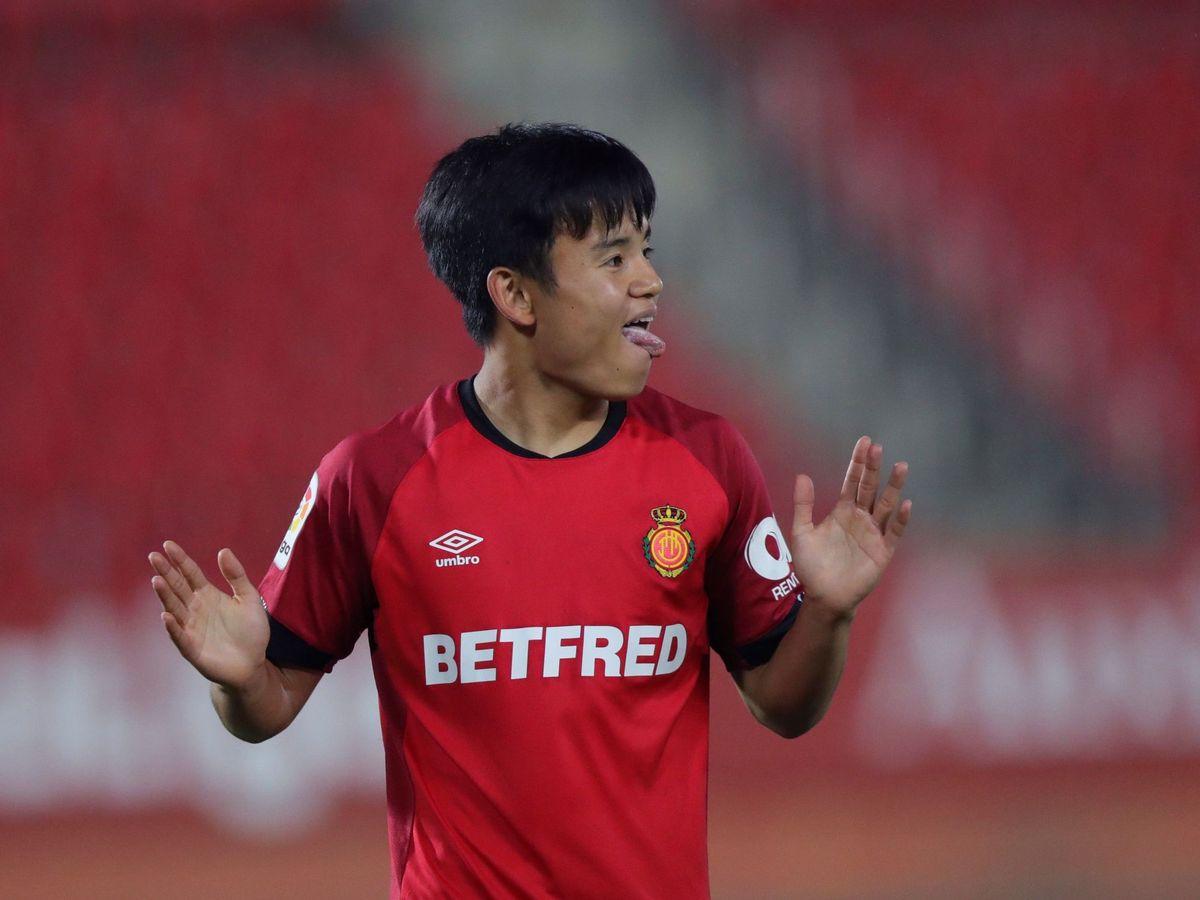 Foto: Takefusa Kubo, durante el partido entre el Mallorca y el Barcelona. (EFE)